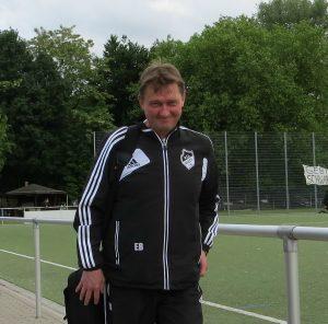 Kann am Sonntag schon alles klar machen - U17-Trainer Ewald Baumann